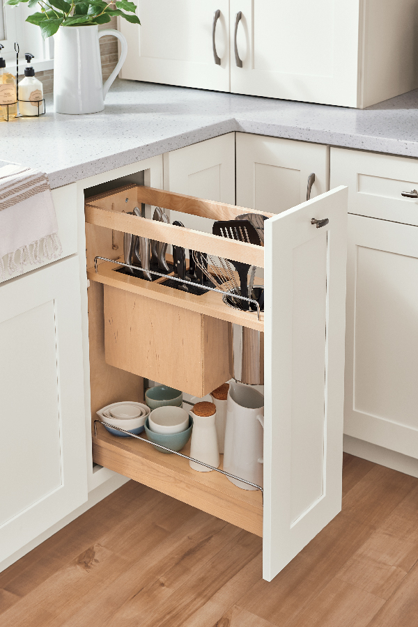 Pantry Pull-Out with Knife Block