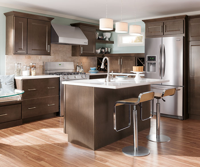 Diamond at lowes nelson maple thatch for Diamond kitchen cabinets