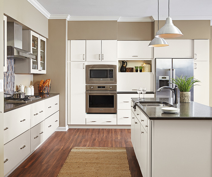 Transitional Kitchen TrueColor White